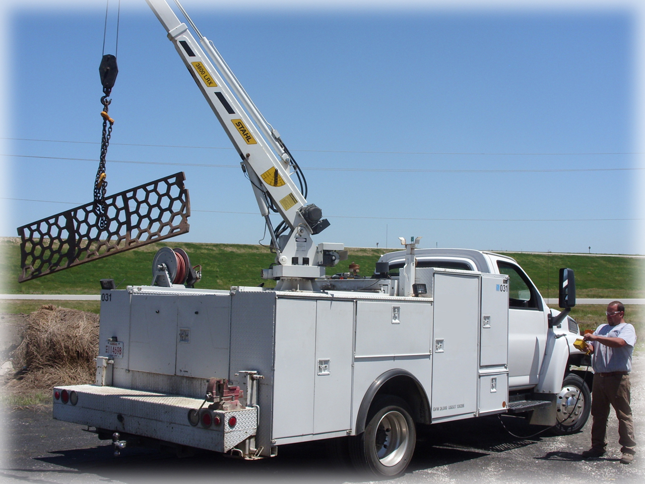 service truck picking up screen with crane 7-10 altered